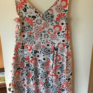 Comfortable and bright dress with pockets!!